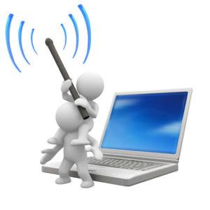 """Zwei """"Männchen"""" eins hebt das andere hoch mit einer Antenne vor einem Laptop_als Symbol für Online und Remote Testung _von Userfriend Usability Agentur, auf userfriend.de"""