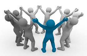 """Eine Gruppe von neun Männchen im Kreis stehend, die Arme in die Luft un einander haltend, eins in der Mitte farbig hervorgehobe, als Symbol für """"richtige Probanden finden im User Research"""" von Userfriend Usability Agentur, auf userfriend.de"""